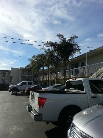 Motel 6 Newport Beach: Area externa