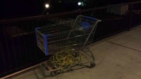 BEST WESTERN PLUS High Country Inn: A shopping cart with wires left on the second floor (sloppy)