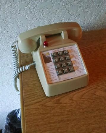 Alpine Rivers Inn: Old phone in room.