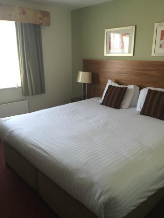 Wyboston Lakes Hotel: The bed