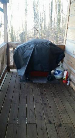 Roscoe Hillside Cabins: Porch Grill