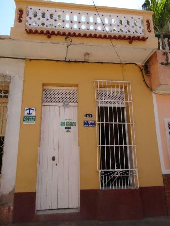Hostal Dr. Suarez y Sra. Addys: Outside of the house