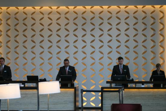 Hyatt Regency Cincinnati: Front Desk