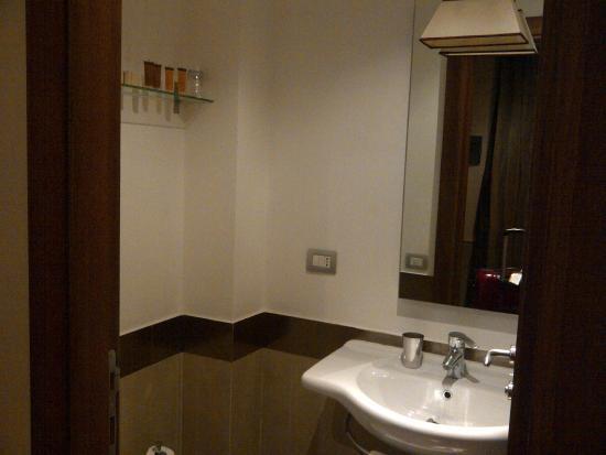 Condotti Palace: Baño principal