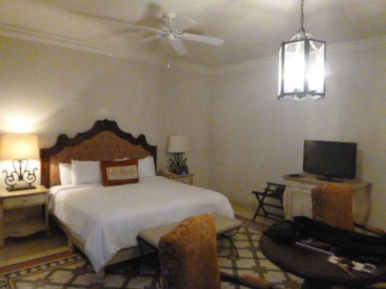 Hotel Casa Primavera: cama y colchon comodo y sabanas de lujo dormi rico