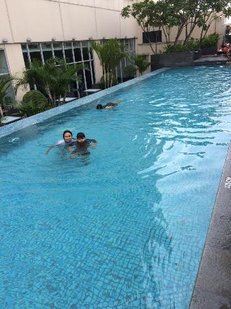 HARRIS Hotel & Conventions Kelapa Gading Jakarta: Pool..