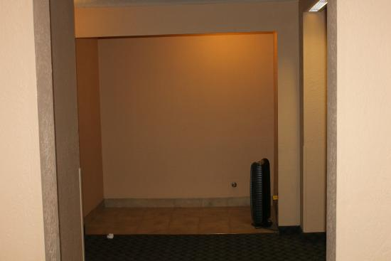 Best Western The Westerly Hotel: End of hall with air cleaner