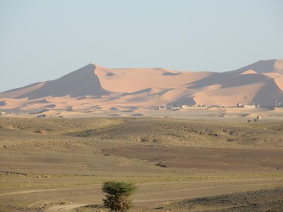 Merzouga : Approaching the dunes