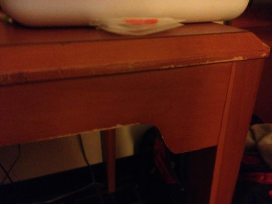 Fairfield Inn & Suites Columbia : Furniture Needs Replaced