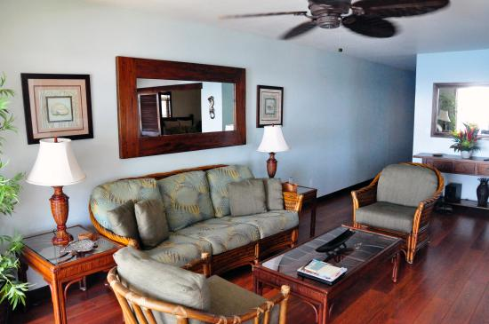 Poipu Palms Condominiums: livingroom