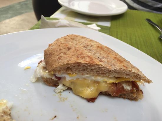 Cafe Club : Breakfast sandwich