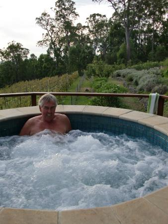 Wallaby Ridge Retreat: Spa and surroundig