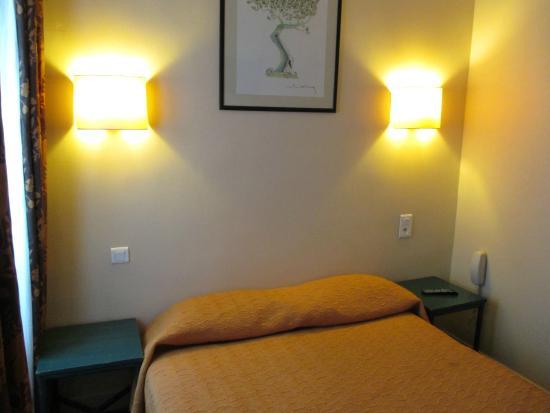 Hotel Charing Cross : 部屋のベッド