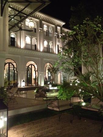 Sarai Resort & Spa courtyard