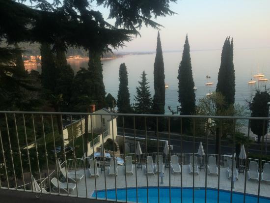 tra piscina e lago - Picture of Hotel Excelsior le Terrazze, Garda ...
