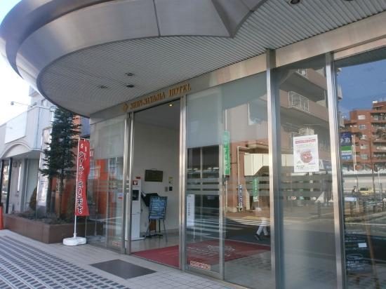 Shinsayama Hotel : 駅前の入口