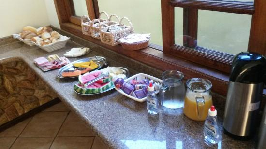 Pousada So Natureza: As I´ve mentioned, weekday breakfast was simpler. From Friday on, had more option with 2 tables.