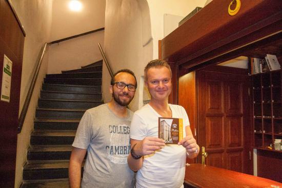 Pushkin Apartments: Me with Ian the reception guy