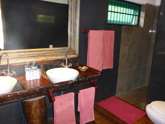 Suite Lanka: Tröpfelnde Dusche
