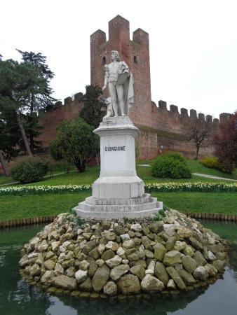 Mura Medioevali di Castelfranco Veneto: Celebrando il Giorgione