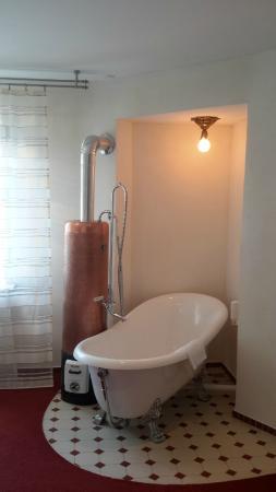 Diehls Hotel: Baignoire dans la chambre