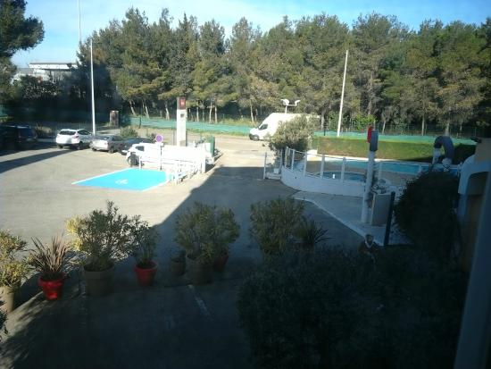 Ibis Nimes Ouest : View from room.
