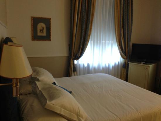 Hotel Jolanda : camera matrimoniale