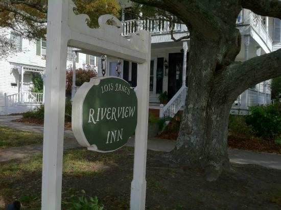 Lois Jane's Riverview Inn: Front Entrance