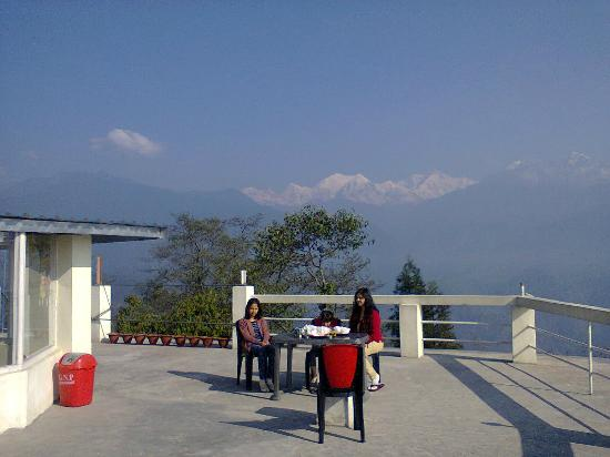Floret Pelling: Breakfast on the rooftop with Kanchenjangha