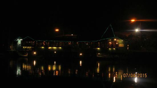 Das Ponds bei Nacht vom Hilo Seaside am Banyandrive fotografiert