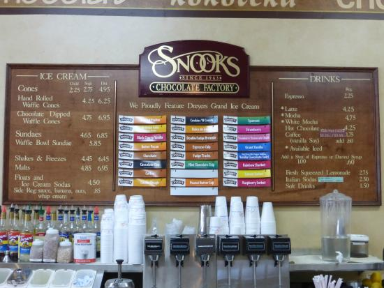 Photo of American Restaurant Snooks Candies & Ice Cream at 731 Sutter St, Folsom, CA 95630, United States