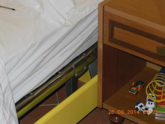 Residence La Portella : Kinderzimmermöbel