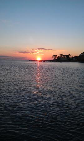Pirates Bay Guest Chambers & Marina: Sunset on Santa Rosa Sound from dock at Pirates Bay
