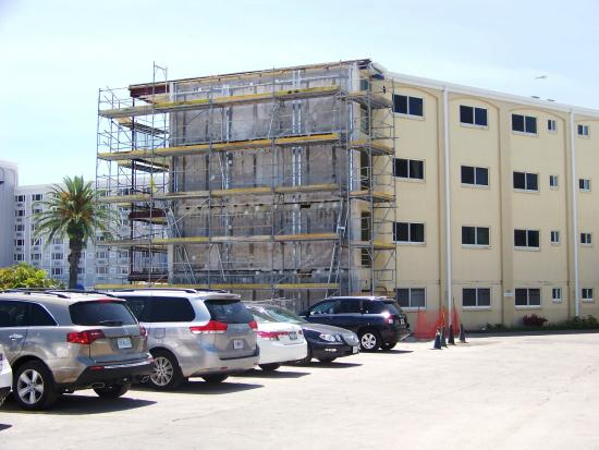 Coral Reef Resort: April 12, 2015 - Construction at the end of the Coral Reef Beach Resort