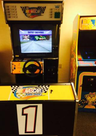 Hilton Chicago/Indian Lakes Resort: Arcade game that eats quarters without letting you play it.