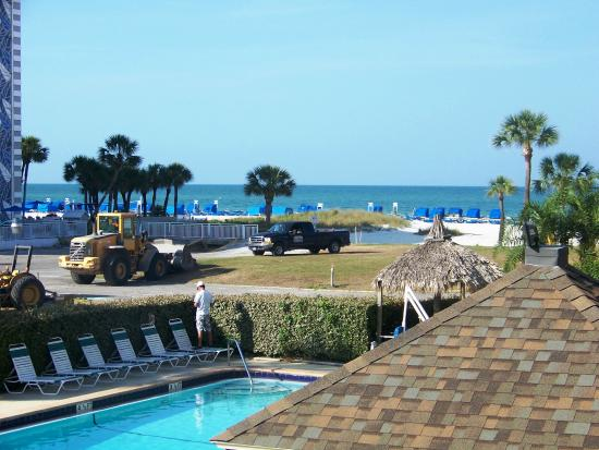Coral Reef Resort: April 14, 2015 - Construction day at the Coral Reef