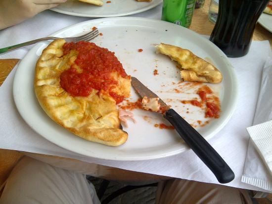 Pizzeria Fuori di Piazza: Calzone de mozzarella