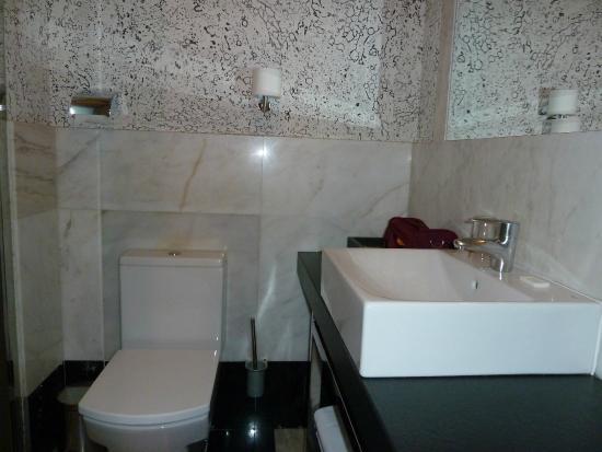 Hotel Alhambra Suites: Il bagno