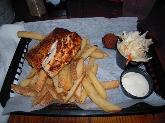 Hurricane Oyster Bar : Blackened Mai Fish Basket with Fries