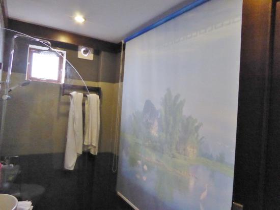 Séparation entre salle de bains et chambre - Picture of Sapa ...