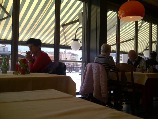 Carbonara: Salón comedor