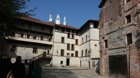 Пьемонт, Италия: Castello - Cortile interno