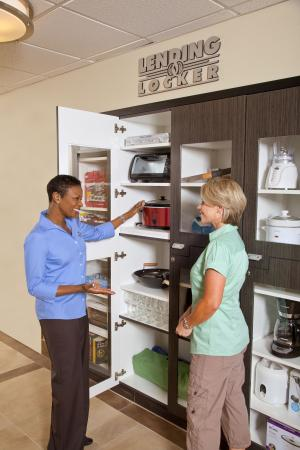 Candlewood Suites Research Triangle Park / Durham: Lending Locker