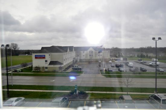 Country Inn & Suites by Radisson, Peoria North, IL : Nice hotel. Charming? Not so much.