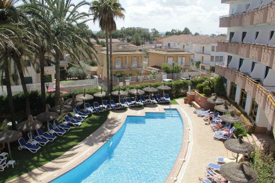 Grupotel Maritimo: Einer der Pools