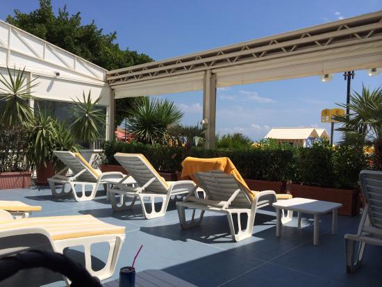 Terrazza solarium fronte mare - Foto di Hotel & Residence Villa ...