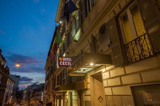 Hotel Cecil: exterior