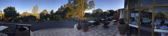 Lyndoch Hill: Great terrace for a wind down drink