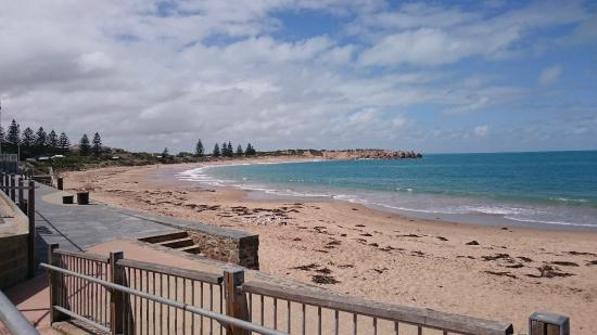 Port Elliot Holiday Park: Beach view left