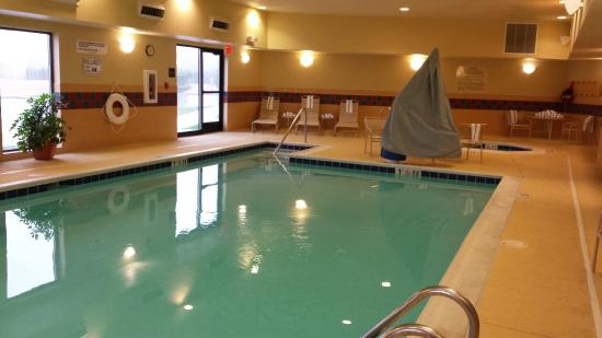 Hampton Inn and Suites - Greensburg: Pool & Hot tub, towels provided, also clean.